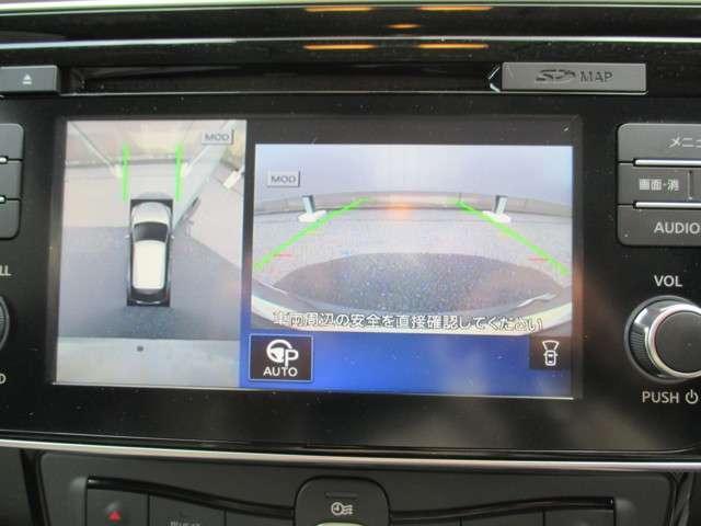 アラウンドビューモニターです。クルマを見下ろしているかのように周囲の状況を直感的に把握し、安心して駐車が行えます