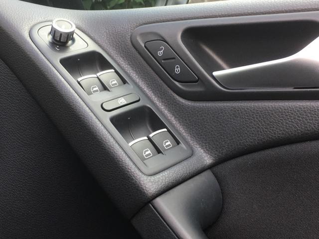 車速感応式ドアロックが付いておりますので走り出すと自動でロックがかかります!リバース連動ミラーもありますのでバックの際はミラーが下向きになり駐車支援してくれます!