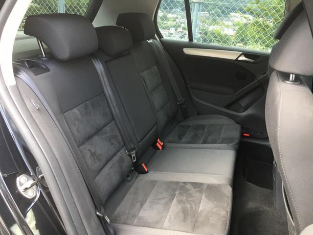 後席中央にエアコン吹き出し口がありますので後席も快適にお過ごしいただけます!