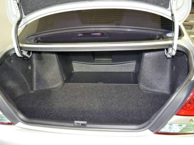 大容量のトランクルーム!!ゴルフのキャディーバックもラクラクに積めそうです♪更に詳しい車両状態はmail@nippo-auto.comへご連絡を♪