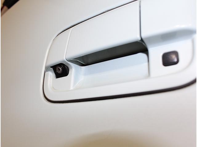 カラーバックモニターも装備されてますので暗い駐車場や狭い駐車場でも安心です。