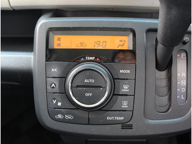 空調はフルオートエアコンなのでお好きな温度に細目に設定可能です。