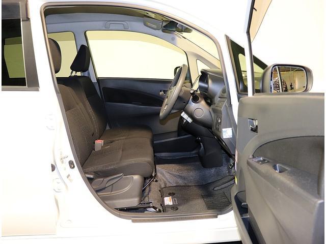 運転席ドアも大きく開口しますので乗り降りが非常に楽々です。
