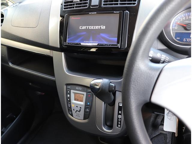 カロッツェリア制のSDナビが装備されてます。フルセグチューナー搭載モデルで地デジTVが鑑賞可能です。