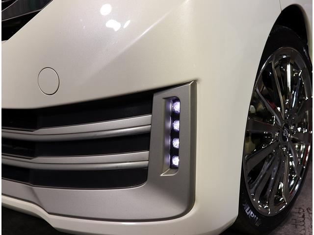 純正LEDデイライトが装備されてます