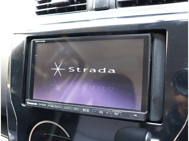 ストラーダSDナビが装着されてます。フルセグチューナー搭載モデルで地デジTVが鑑賞可能です。DVDビデオの再生も可能です。