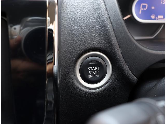 インテリキー&プッシュスタート採用でメインキーをバッグやポケットに入れておいてもドアの開錠&施錠やエンジンスタートが可能です。