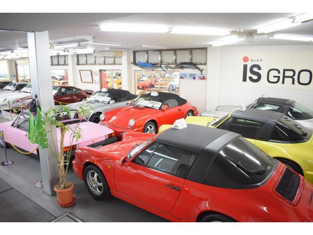 ショールームには希少なポルシェ・旧車27台ございます。詳しくはホームページご覧くださいませ。