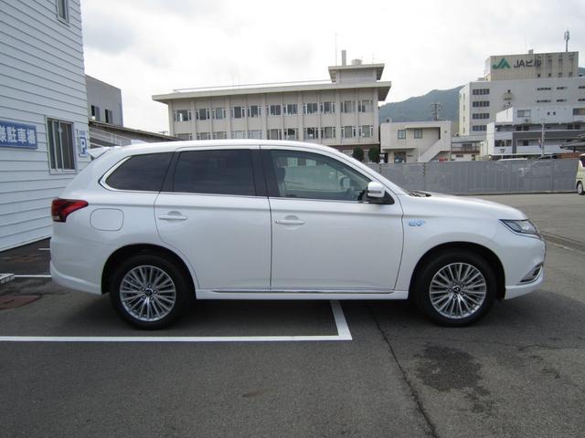 「三菱」「アウトランダーPHEV」「SUV・クロカン」「広島県」の中古車4