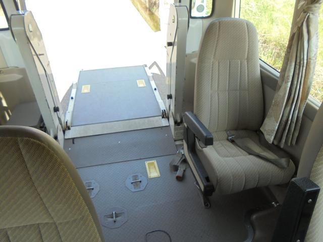 車いす移動車 オートステップ AT リア観音開き(17枚目)