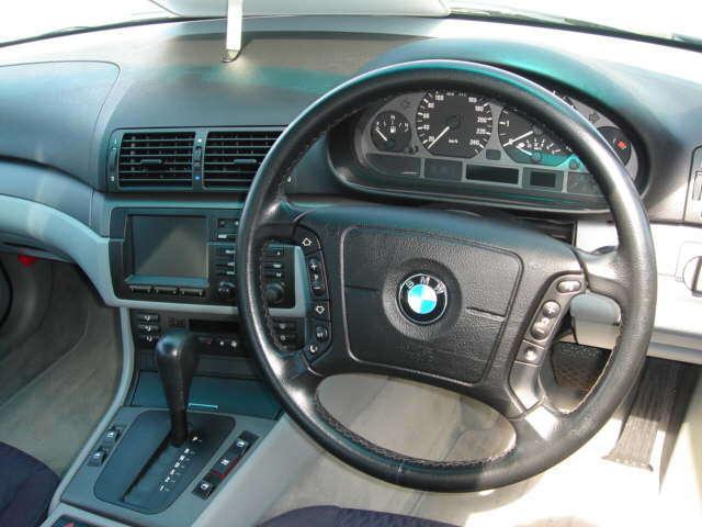 BMW BMW 318i  サンルーフ 法人ワンオーナー ナビ TV
