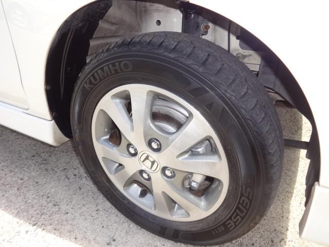 純正アルミホイール4本共に目立つキズや汚れは全くありませんピカピカです!!タイヤの溝は80%で十分あります!!HIDへッドライト搭載!