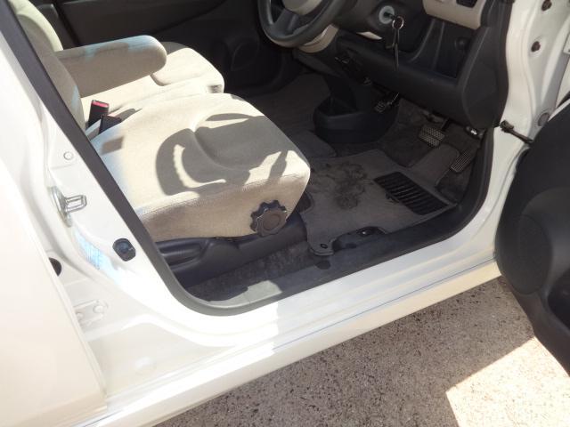 当社でご購入していただいた全ての車両はご納車前にしっかり点検・整備してからのご納車になります。点検部位はエンジンオイル交換・ワイパ-ゴム・ブレ-キ点検・調整・その他を確認の上、ご納車致します。