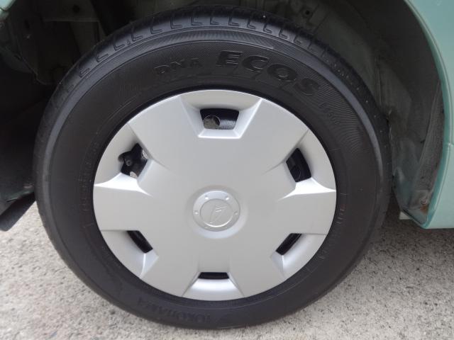 4本共に目立つキズや汚れはありません、ピカピカです!タイヤの残り溝は4本共に90%有ります!!