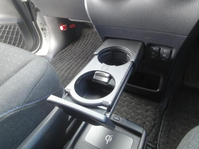 トヨタ ヴォクシー ハイブリッドV W電動スライド シートヒーター 後席エアコン