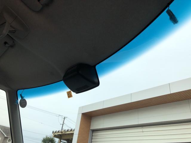 眩しい太陽光などが軽減されるトップシェイドガラス