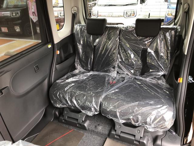 ゆったりと座れる後席シート