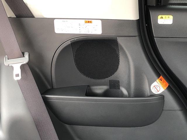 後席クォーター部左右にボトルホルダー及びポケットが付いてます