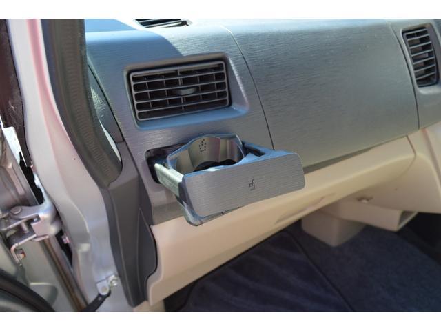 ☆助手席側にも収納式のドリンクホルダーが♪使わない時には閉まっておけます☆