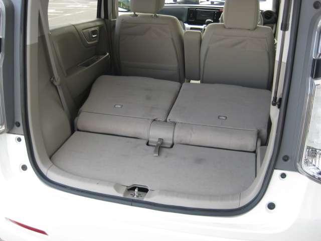 リア席を倒せば広々とした空間の出来上がり!荷物が沢山載せられます!