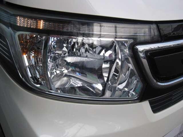 ディスチャージヘッドライト(HID)で夜の運転をサポートします。