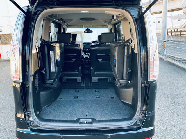 サードシートを格納した状態の荷室スペースです!とても広いスペースができるため、大きな荷物やたくさんの荷物でも積載可能です!