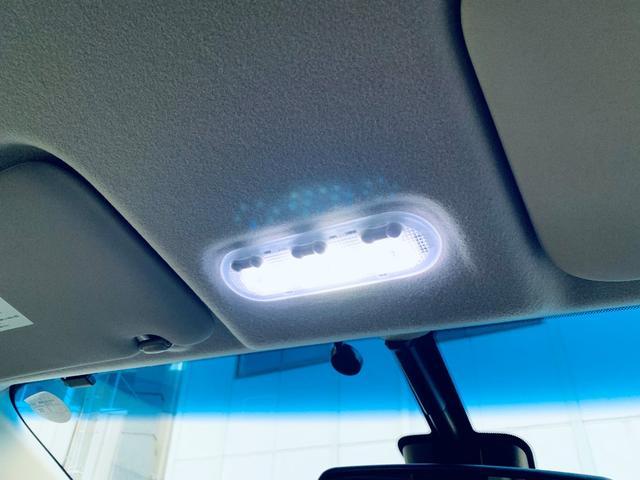 LEDルームランプを装着しておりますので室内を明るく照らしてくれます!