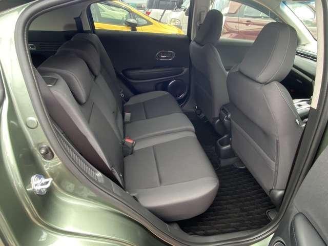【後席】足元も広く、ロングドライブも楽々快適空間です。