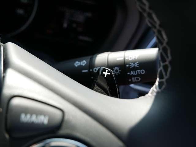 【パドルシフト】 指先のパドルで簡単にシフトチェンジ。手軽にマニュアル車感覚で、スポーティなドライブを楽しむことができます。