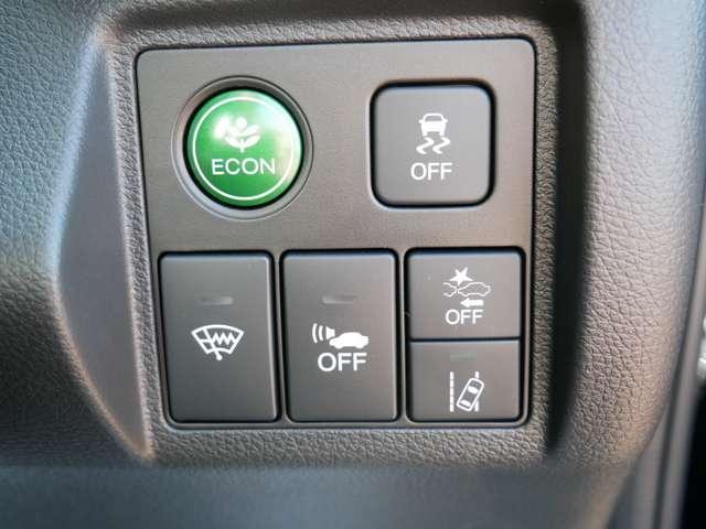 【Honda SENSING】 Honda SENSINGは衝突を予測してブレーキをかけたり、前のクルマにちょうどいい距離でついていったりできる安心・快適機能を搭載した先進の安全運転支援システムです。