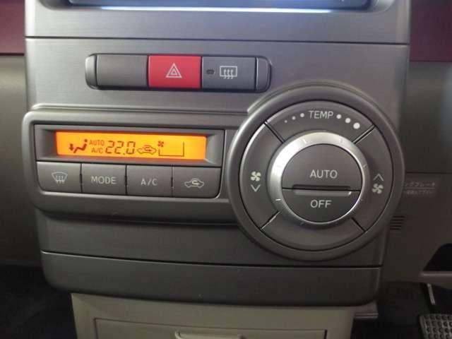 オートエアコンです!ボタン一つで快適な車内♪やっぱり車内空間も重要ですね!