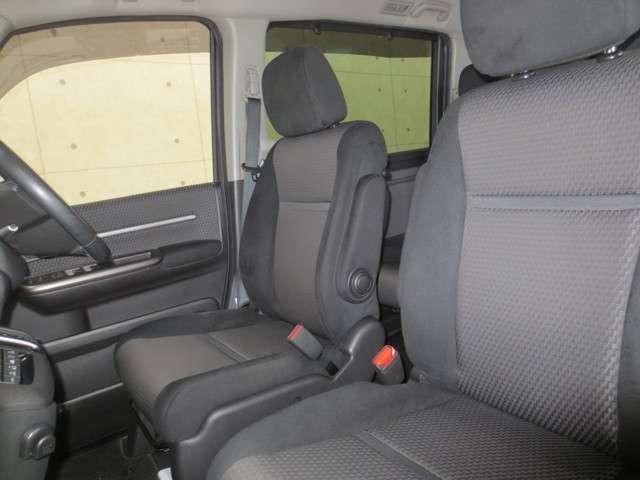 スパーダ 4WD 純正ナビ バックカメラ 衝突軽減ブレーキ 誤発進抑制 追従式クルーズコントロール 車線維持支援 先行車発進お知らせ機能 LEDヘッドライト Bluetooth CD再生 DVD再生 フルセグ(11枚目)