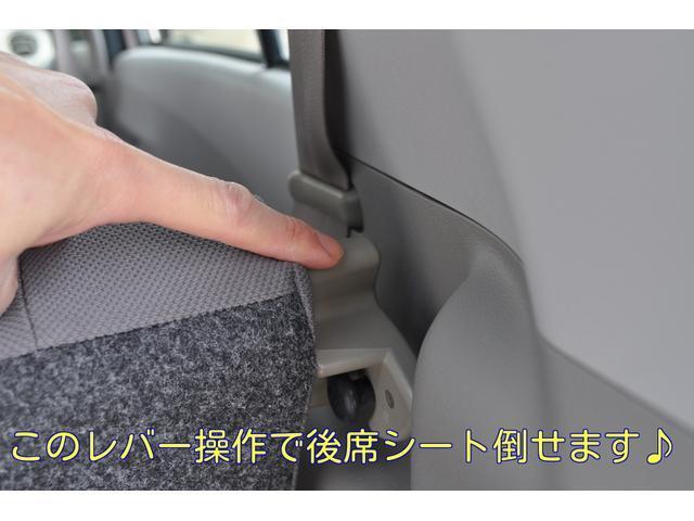 このレバーを上げると後席シートを倒せます♪ベンチシートになっているので左右同時にあげて下さいね♪