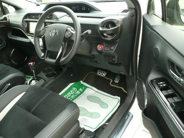 車内も徹底的に洗浄を実施します。妥協することなく拘りながら一台一台、仕上げています。
