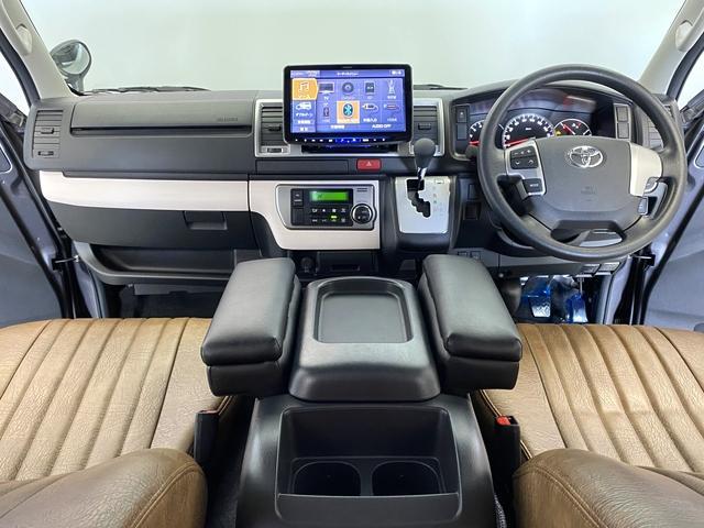 リラクベースタイプ1 11インチフローティングナビ 12.8インチフリップダウン ベッドキット ヴィンテージ調ブラウンシートカバー 100Vアクセサリーコンセント 両側Pスライド ディーゼル車(2枚目)