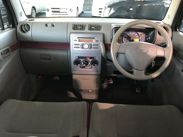 まずお車の装備・セールスポイントは、キーレス・取説等の充実装備です!