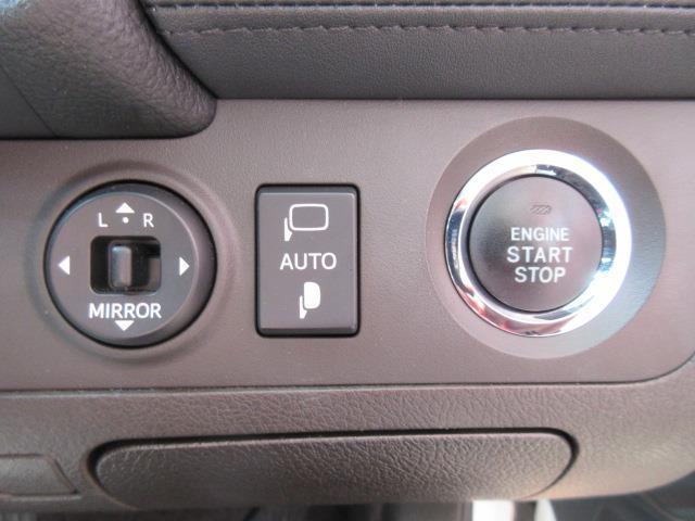 ブレ-キを踏みながらパワ-スイッチを押すだけで、始動します。