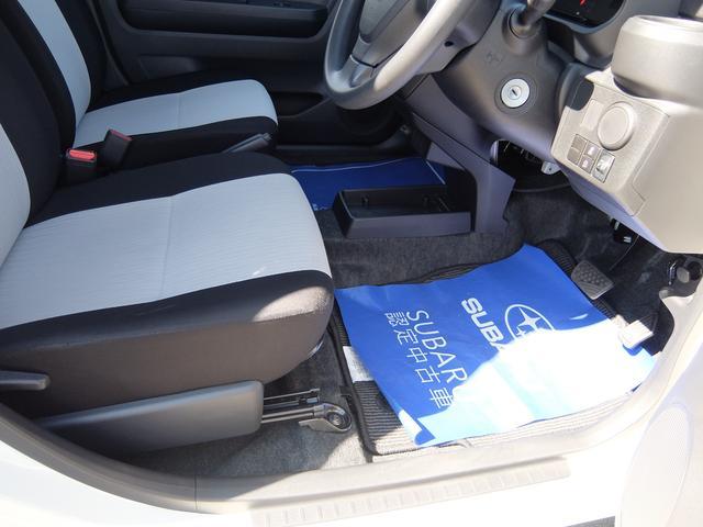 ゆとりのある運転席足元スペース