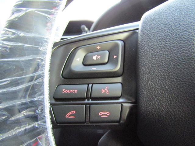 【ステアリングオーディオリモコン】手元でオーディオ操作ができるので、ドライブをより快適にアシストします♪