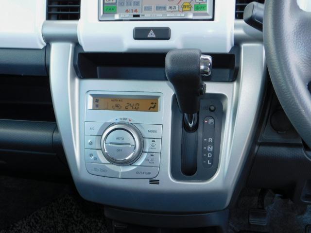 X 禁煙車 アイドリングストップ ブレーキサポート ディスチャージヘッドライト オートライト スマートキー ベンチシート 運転席助手席シートヒーター SDナビ ワンセグTV 電動格納リモコンドアミラー(17枚目)