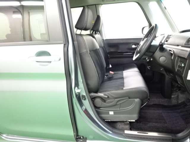 【Fシート】フロントシートまわりは十分な広さを持ち、足元の広さはドライブの疲れにも影響しそうですね