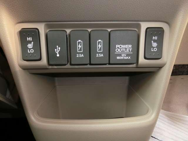 シートヒーターも装備(運転席と助手席)。真冬の寒い時期にも快適にドライブできます。USB端子も3か所もあり、複数のスマホの充電も大丈夫ですよ。