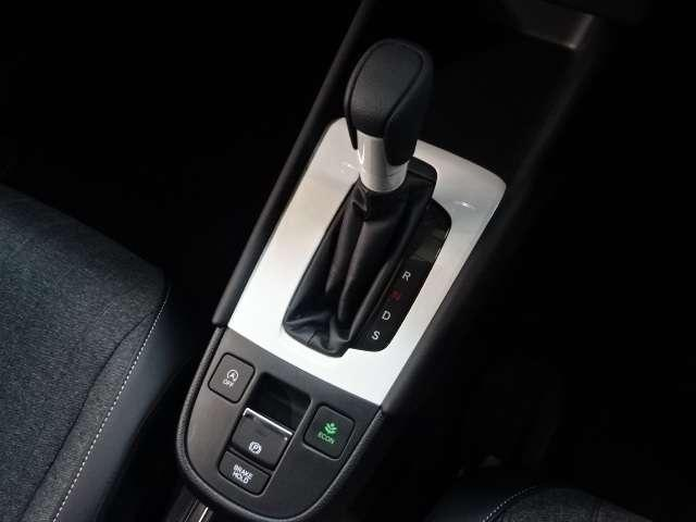 ホーム 当社デモカー ナビ リヤカメラ LED Bカメラ ETC クルコン スマートキー フルセグ ワンオーナー 禁煙 LEDヘッドライト 衝突被害軽減(9枚目)