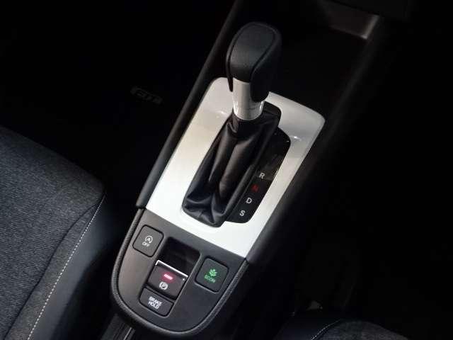 ホーム 当社デモカー ナビ リヤカメラ LED Bカメラ ETC クルコン スマートキー フルセグ ワンオーナー LEDヘッドライト 衝突被害軽減(9枚目)