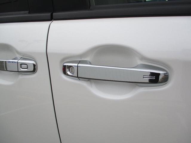 スマートキーを携帯していればワンタッチスイッチを押すだけでドアの解錠&スライドドアオープンする事もでき、買い物で手荷物を抱えているときなど便利ですよ♪