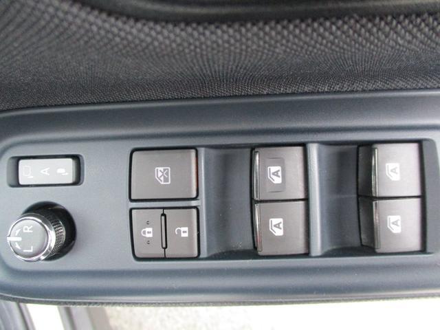 運転席からはすべての窓がオールオートで開閉できます♪