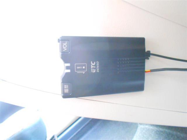 G フルセグ メモリーナビ DVD再生 バックカメラ 衝突被害軽減システム ETC 両側電動スライド ウオークスルー 乗車定員7人 3列シート アイドリングストップ(11枚目)