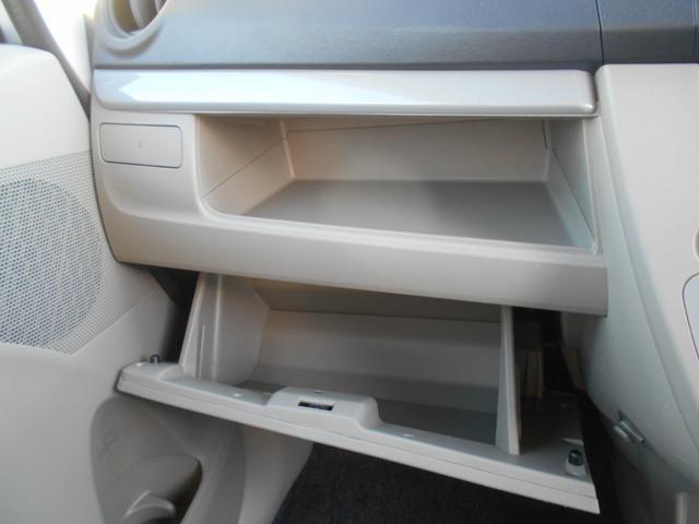 助手席側 収納スペースたくさんあります☆収納式カップホルダーもありますよ。