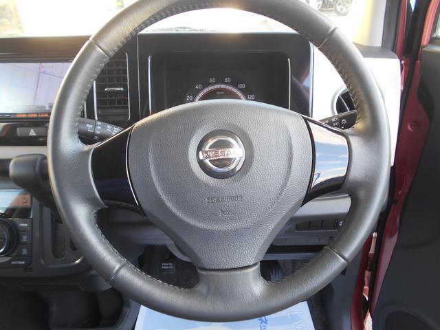 握りやすいハンドル♪ステアリングスイッチもないのでどなたでも簡単に運転できます!