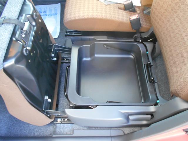 助手席シートの下にはちょっとした小物入れ!取り外すこともできますよ(*^^)v